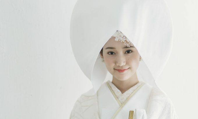 かわいい髪飾り×綿帽子<br>しとやか花嫁スタイル